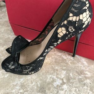 Beautiful Valentino lace heels with bow